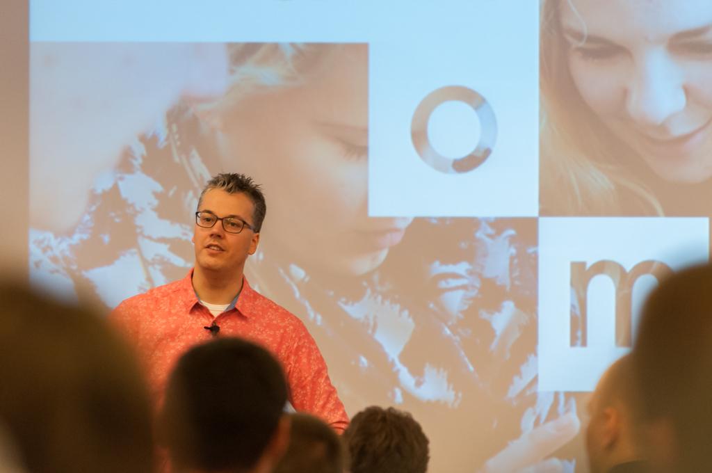 Building a data analytics platform with Hadoop, Python and R  Sander Kieft, Sanoma Media